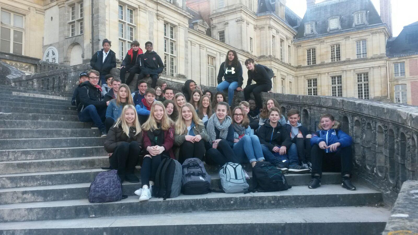 Vor dem Schloss von Fontainebleau