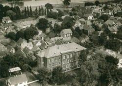 1958 Schulgelaende Westansicht